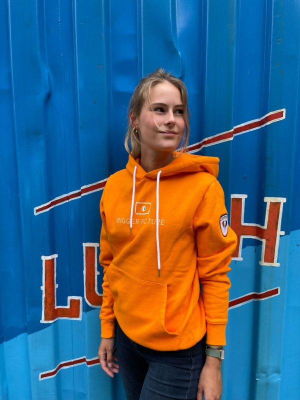 Pleun wearing the Original Orange Hoodie from bigger picture clothing, a dutch slow-fashion brand that focusses on making the world a better place for everyone.